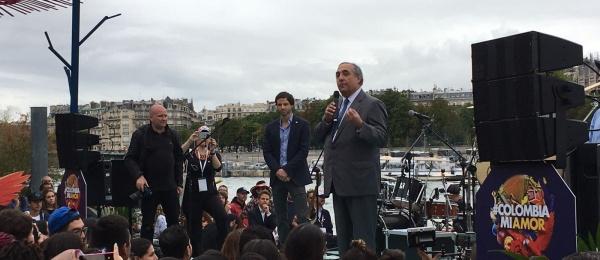 Embajador de Colombia en Francia inauguró la 'Playa Colombia', en París